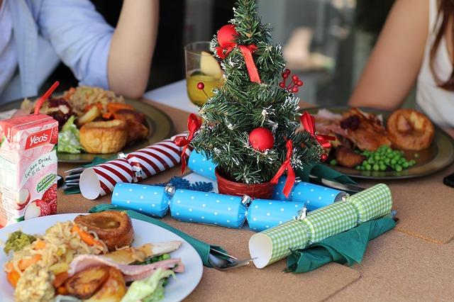 ec3db0082df01c3e81584d04ee44408be273e5d11fb2174197f5_640_christmas-dinner